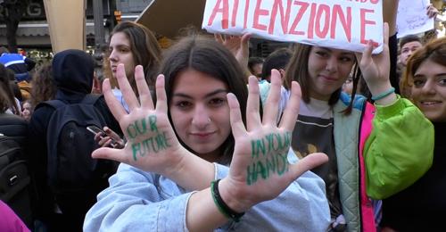 Napoli Si Ferma In Difesa Dell Ambiente Studenti In Piazza Per Manifestare